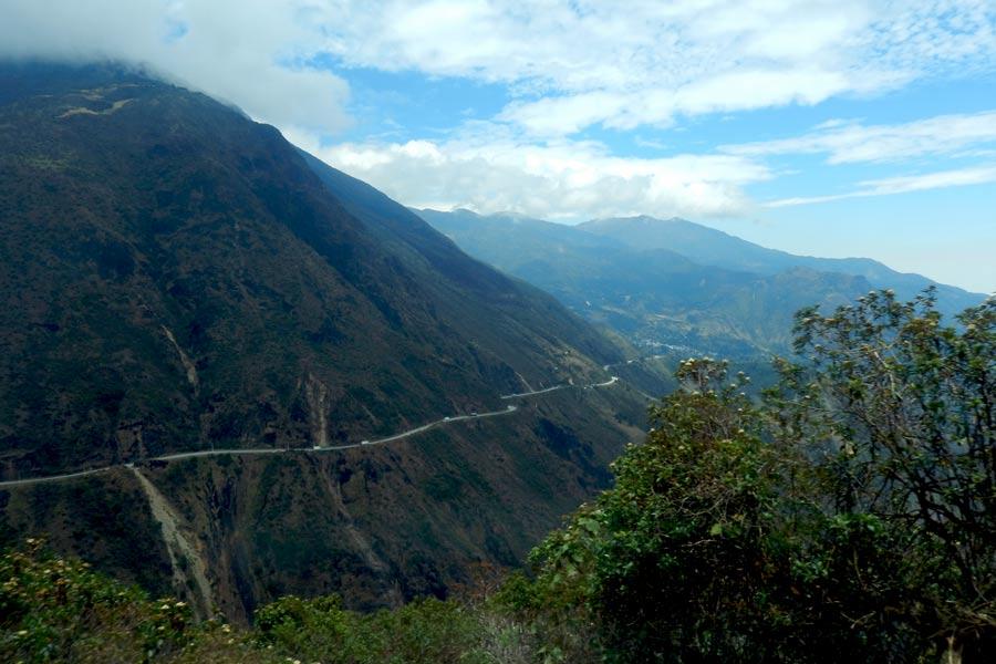 Busfahrt auf den Cajas Pass 4200 müM, dann Talfahrt bis nach Guayaquil 0 müM